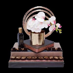 משלוח מנות עיצוב אגרטל זהב עם סחלב ופרלינים