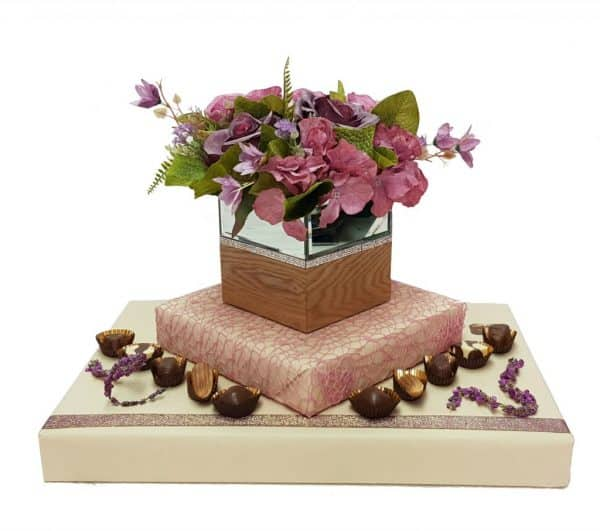 כלי מושלם לפרחי משי בעיצוב שוקולד