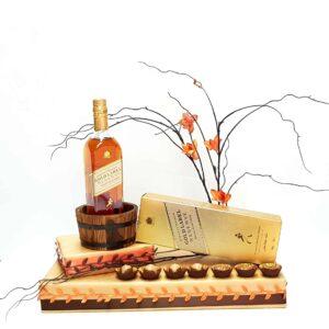 עיצוב שוקולד מיוחד עם בקבוק ויסקי איכותי מתנה קלאסית לעורך דין