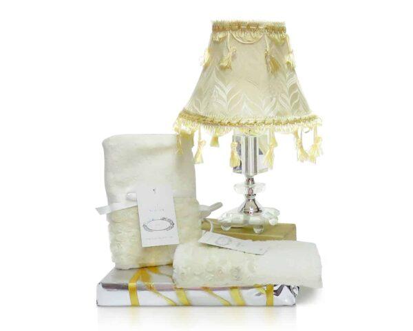 מנורת לילה וסט מגבות