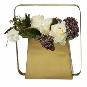 כלי עם פרחים לנישה בסלון