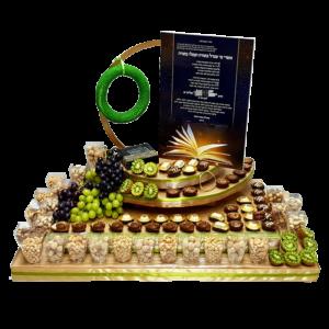 משלוח מכובד שוקולד פיצוחים ופירות בעיצוב מושלם