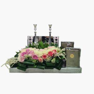 מתנה לכלה עיצוב פרחים פמוטות וסידור