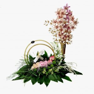 סידור פרחים לכלה עם אגרטל זהב